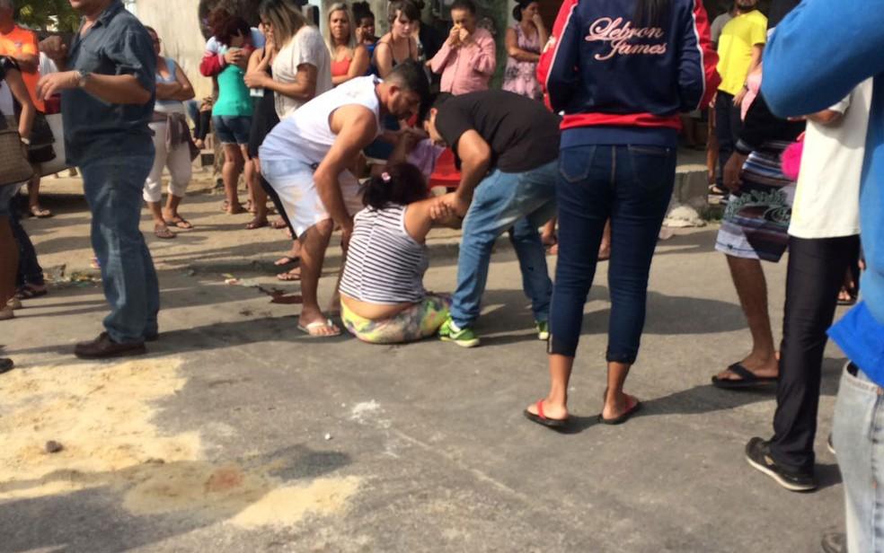 Mãe de Guilherme se desesperou ao ver corpo do filho (Foto: Fernanda Rouvenat / G1)