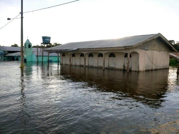 Em Anamã, foto feita no dia 29 deste mês mostra escola Municipal Menino Jesus inundada (Foto: Defesa Civil/Divulgação)
