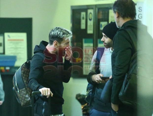 BLOG: Foram com Neymar, voltaram com Di María: Messi e Mascherano chegam a Barcelona