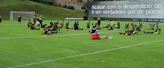 Jogadores do Atético-MG após treino físico (Foto: Rafael Araújo)