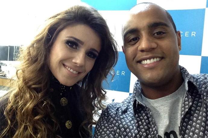 Paula Fernandes fez selfie com o repórter Jairo Nascimente (Foto: Arquivo pessoal)