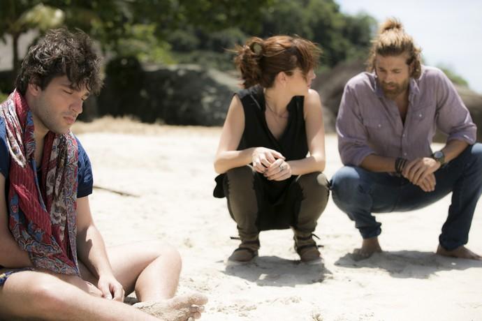 Ana Luiza e Pedro encontram Tiago em estado de choque (Foto: Raphael Dias/Gshow)