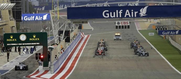 Felipe Massa larga dos boxes no GP do Bahrein (Foto: AP)