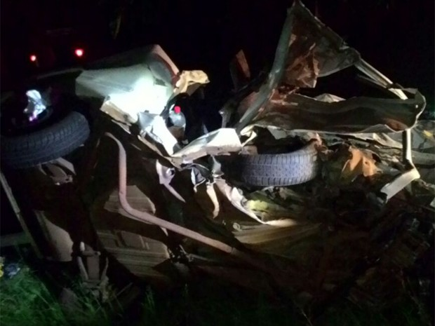 Acidente em Taquaritinga matou mãe e filha (Foto: Bombeiros/Divulgação)