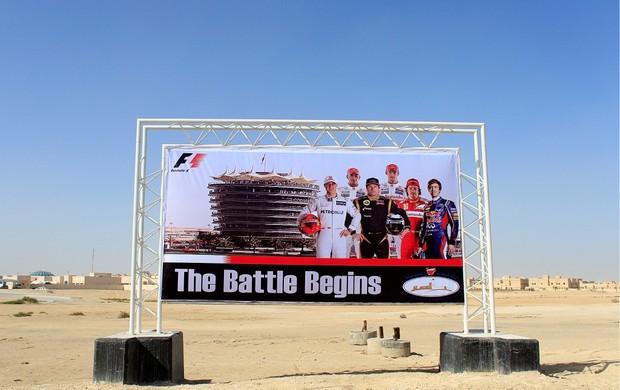 """""""A Batalha Começa"""", diz cartaz que anuncia GP do Bahrein (Foto: Getty Images)"""