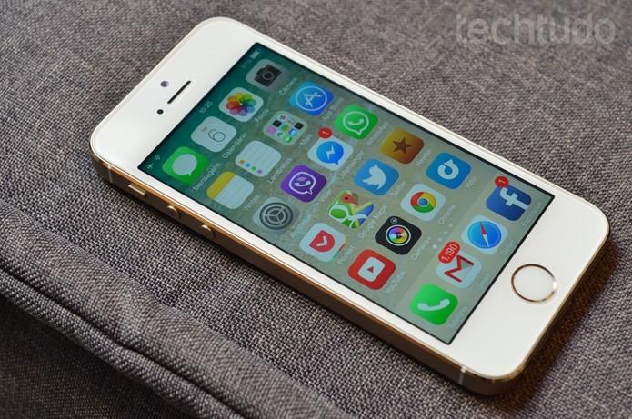 iPhone 5S da Apple tem tela compacta de 4 polegadas (Foto: Luciana Maline/TechTudo)