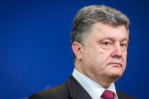 O presidente da Ucrânia, Petro Poroshenko, fala antes de uma reunião de cúpula da União Europeia em Bruxelas neste sábado (30) (Foto: Geert Vanden Wijngaert/AP)