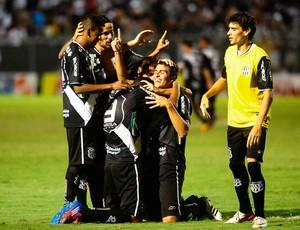 Sacomã gol Ponte Preta (Foto: Marcos Ribolli / Globoesporte.com)