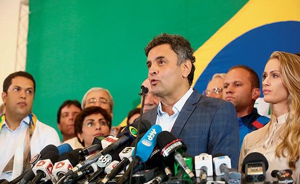 O DERROTADO O senador Aécio Neves em seu primeiro discurso depois do resultado das eleições. Ele será  o líder da nova oposição (Foto: Hugo Cordeiro/Nitro)
