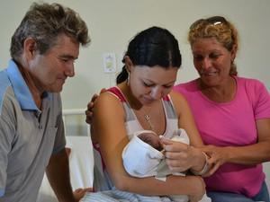 Domingo (4): MS - A candidata Pâmela de Oliveira Lescano, de 17 anos, deu à luz momentos antes de prestar prova no segundo dia do Enem. (Foto: Leandro Abreu/G1 MS)