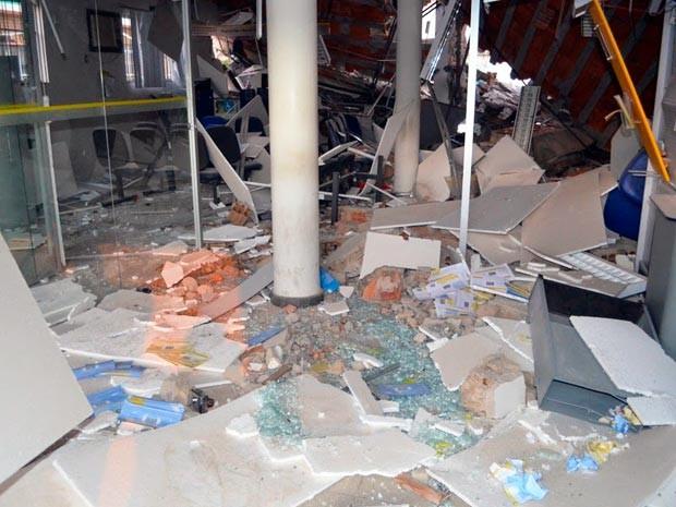 Bandidos explodem banco em Ibitiara; agência ficou destruída (Foto: Evirandi Gama/Blog Liberdade Bom Sucesso)