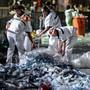 Lixo e cansaço marcam fins de noite no Rock in Rio (Flavio Moraes/G1)
