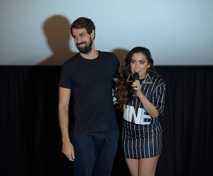 Anitta ao lado do diretor do clipe Bruno Ilogti (Foto: Raphael Dias/Gshow)