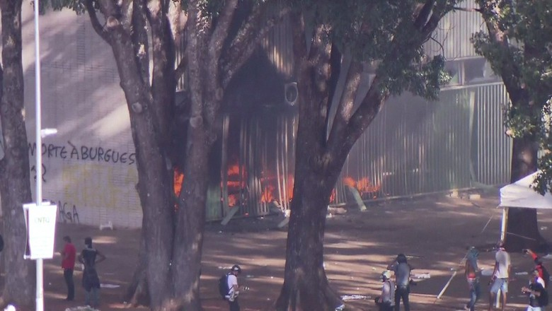 manifestantes-agricultura-incêndio  (Foto: GloboNews )