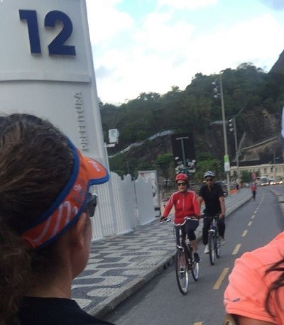 Dilma Rousseff pedala na ciclovia do Leblon