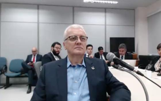 Aldemir Bendine presta depoimento ao juiz Sergio Moro (Foto: Reprodução)