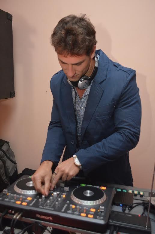 Eliéser deu uma canja de DJ (Foto: Kadú Sandeiro/MF Models Assessoria)