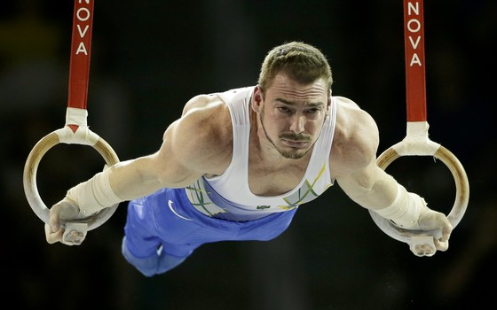 Brazil's Arthur Zanetti competes on the rings during artistic gymnastics team competition in the Pan Am Games in Toronto, Saturday, July 11, 2015. (AP Photo/Gregory Bull) (Foto: AP)