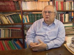 O historiador Leonardo Dantas, que era repórter na época, lembra-se da coletiva de imprensa em que o então governador, Moura Cavalcanti, alertou sobre os riscos da enchente. Governo decretou estado de calamidade pública (Foto: Reprodução / TV Globo)