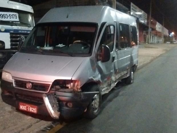 Condutor de van estava se deslocando para cidade de Barreirinhas no momento do acidente (Foto: Saylon Sousa)