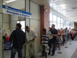 Usuários estão novamente utllizando o serviço na agência do INSS da Avenida Bento Gonçalves (Foto: Ivani Schutz/RBS TV)