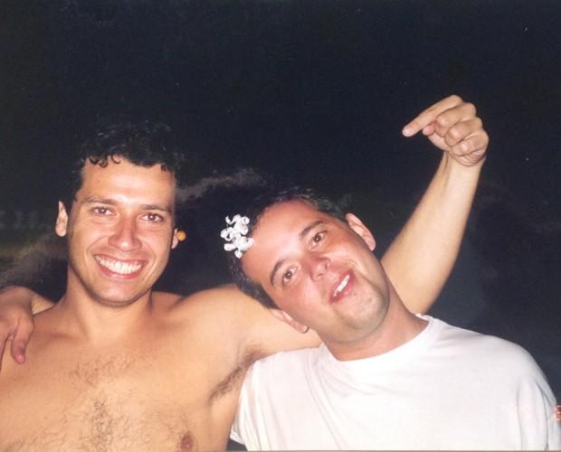 Ronald e Escobar mostram foto da amizade divertida (Foto: Arquivo Pessoal)