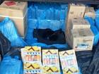 Dupla é detida com 17 mil isqueiros, 16 pneus e 240 perfumes
