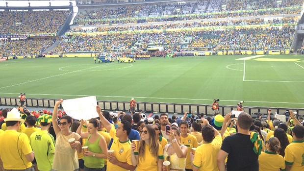 torcida costas hino brasileiro jogo Casteão (Foto: Thiago Correia)
