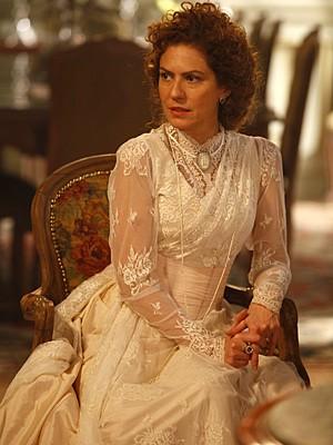 Patrícia Pillar interpreta a ex-baronesa Constância (Foto: Lado a Lado / TV Globo)