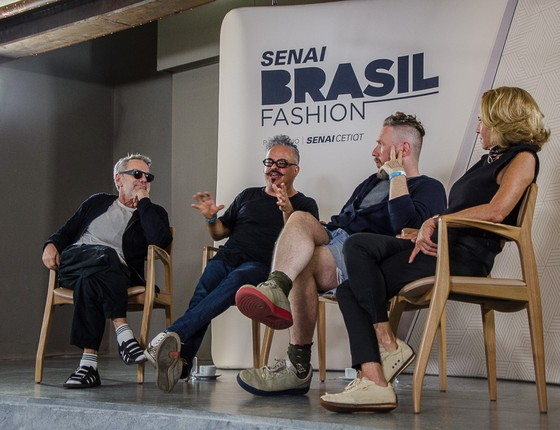 Lino Villaventura, Ronaldo Fraga, Alexandre Herchcovitch e Lenny Niemeyer: juntos em busca de novos talentos da moda   (Foto: Divulgação)