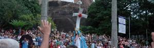 Milhares de devotos participam da abertura da Festa da Penha (Mariana Perim/ G1 ES)