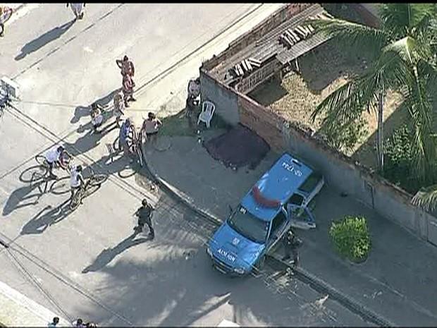 Vários homicídios foram registrados na Baixada Fluminense na madrugada desta sexta-feira (10) (Foto: Reprodução/TV Globo)