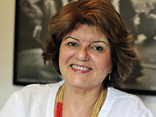 Elizabeth Jhin acredita que um amor verdadeiro é eterno (Foto: Amor Eterno Amor/TV Globo)