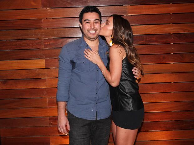 Sabrina Sato e o irmão Karin Sato em restaurante em São Paulo (Foto: Manuela Scarpa e Marcos Ribas/ Foto Rio News)