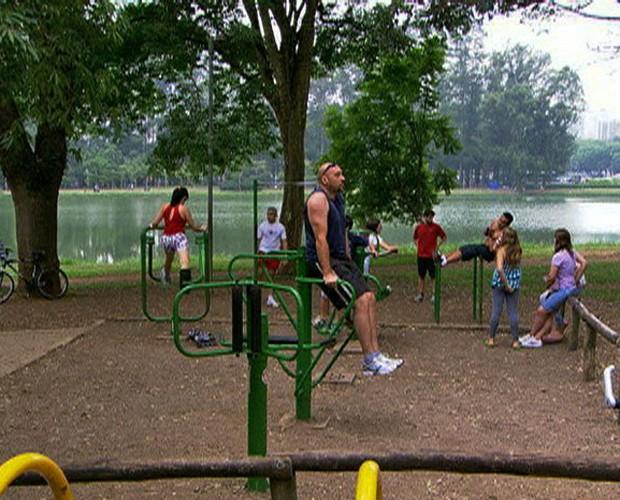 Exercícios na praça (Foto: Mais Você / GShow)