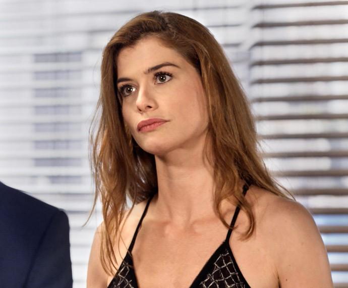 Lívia fica chateada com Pedro (Foto: TV Globo)