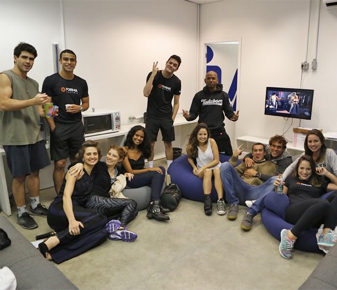 Elenco reunido durante as gravações de 'Pro Dia Nascer Feliz' (Foto: Ellen Soares/Gshow)