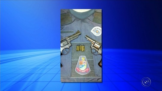 Polícia prende homem com armas dentro de casa em Itaí