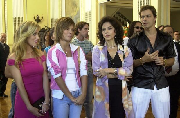 Danielle (Ludmila Dayer), Jenifer (Bárbara Borges), Flaviana (Yoná Magalhíes) e João Manoel (Heitor Martinez) em Senhora do Destino (Foto: Globo / João Miguel Júnior)