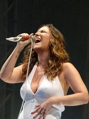 Músicas de Elis Regina foram intepretadas com emoção pela filha (Foto: Luna Markman / G1)