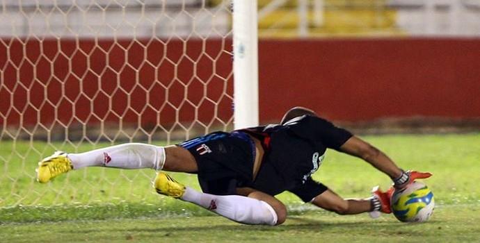 João Lucas, goleiro do Botafogo-SP (Foto: João Valdevite/Ag. Botafogo)