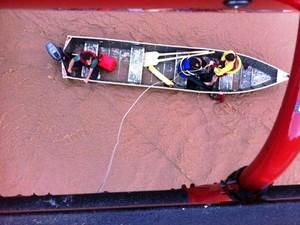 Oito pessoas foram resgatadas pelo helicóptero do Corpo de Bombeiros (Foto: Batalhão de Operações Aéreas/Divulgação)