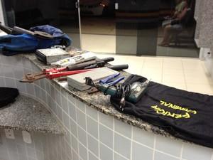 Material encontrado com adolescente foi entregue ao 5° Distrito Policla (Foto: Marcelo Marques/ G1 RR)