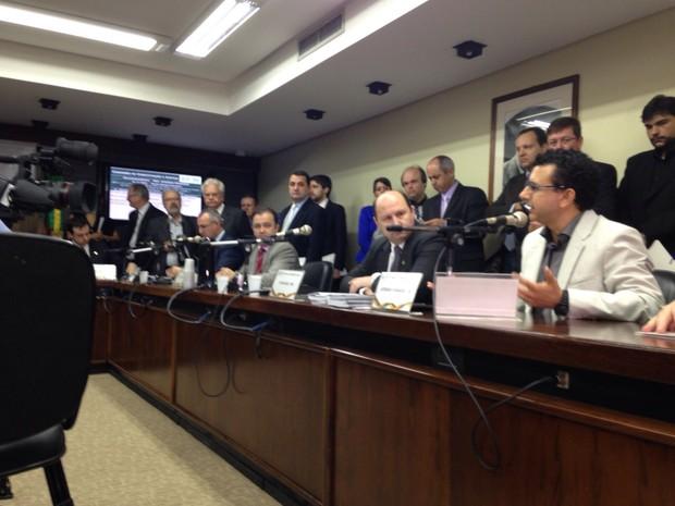 Projeto foi discutido na Assembleia Legislativa do RS (Foto: Roberta Salinet/RBS TV)