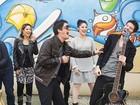 É amor! Bandas revelam cantadas ousadas e histórias engraçadas com fãs