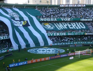 Torcida do Coritiba no Atletiba, no Estádio Couto Pereira (Foto: Fernando Freire)