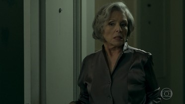 Sabine inventa uma desculpa e vai embora da casa de Malagueta