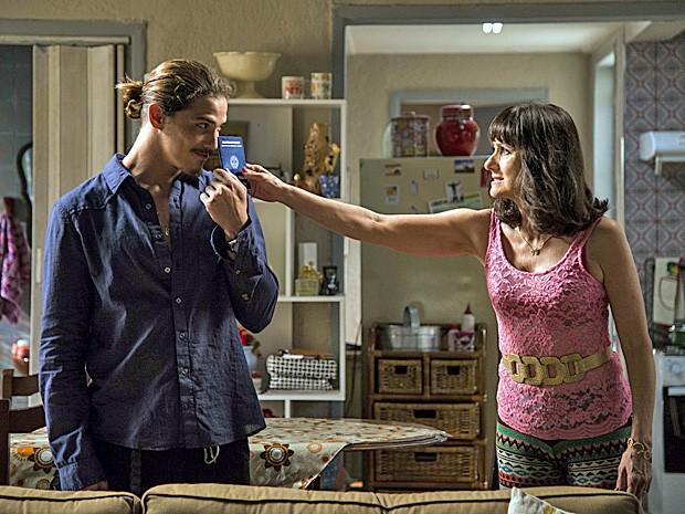 Pais de Robertão querem fazer o rapaz desistir da ideia de trabalhar (Foto: Ellen Soares/TV Globo)