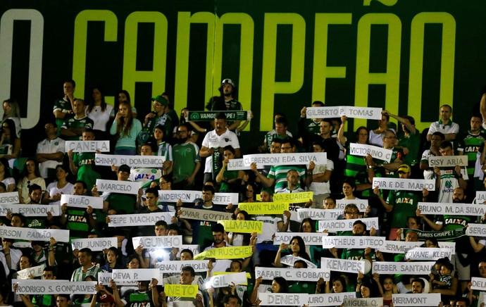 Torcedores Chapecoense Arena Condá (Foto: Reuters)