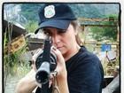 Giovanna Antonelli posa com arma durante gravações: 'Em treinamento'